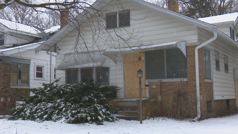 PEORIA WOMAN DIES DUE TO COLD EXPOSURE