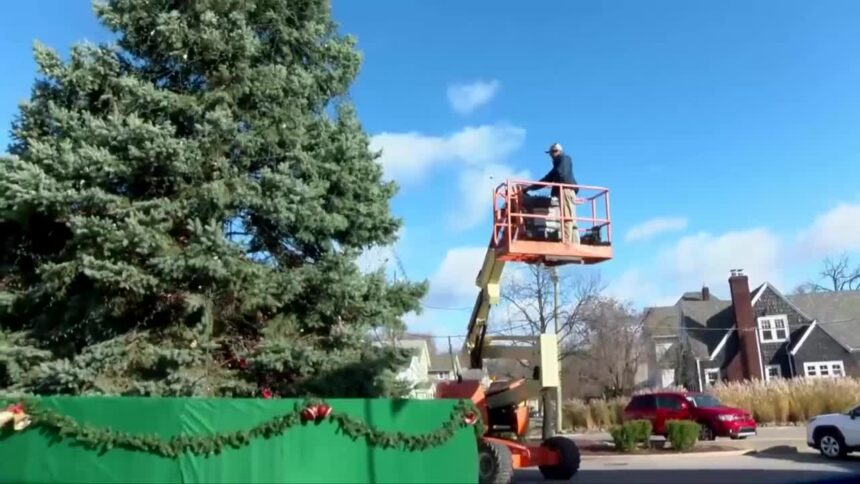 CHRISTMAS ON BROADWAY INSTALL LIGHTS 2020 1