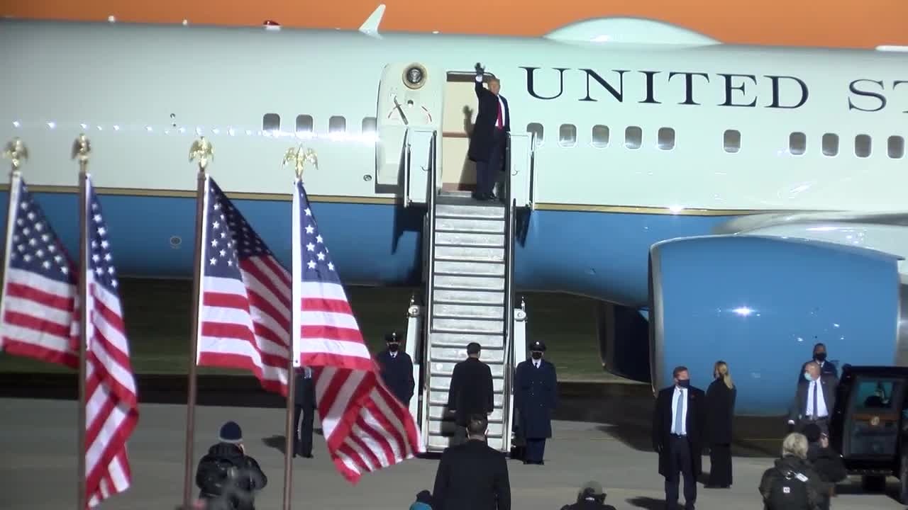 President Trump boards Air Force One after Rochester rally