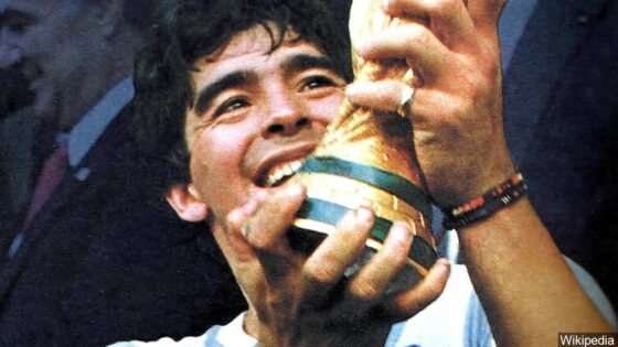 Diego Maradona holding World Cup trophy in 1986