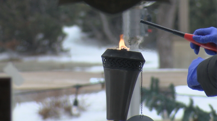 Kinney Creek employee sets up outdoor heating lamps
