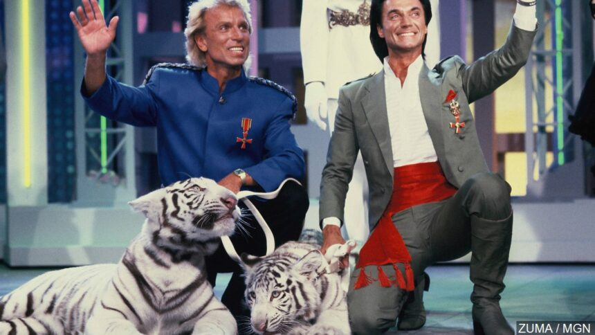 """Siegfried Fischbacher (left) and Roy Horn (right) of the magician duo """"Siegfried & Roy"""""""