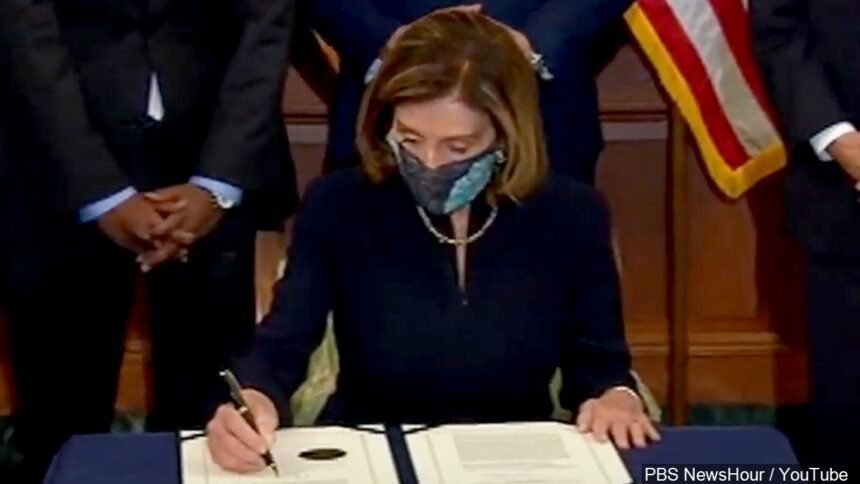 Speaker Nancy Pelosi signs article of impeachment against Trump, Photo Date 1132021