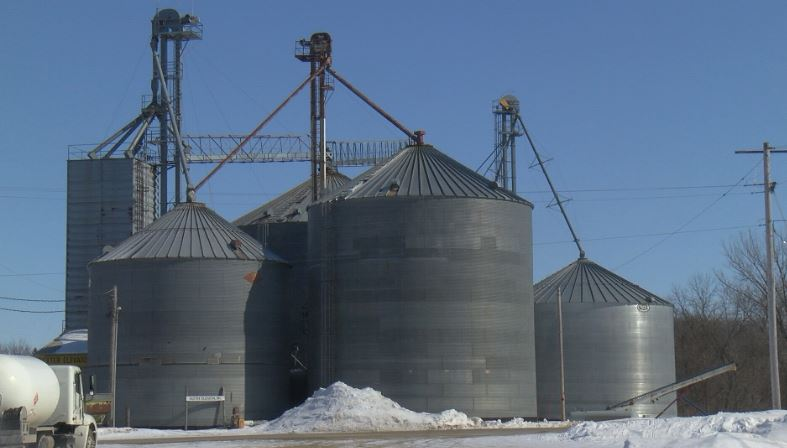 Grain bins in Dexter
