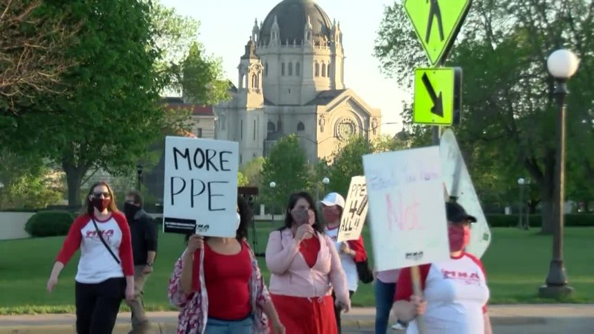 Nurse march to Minnesota State Capitol