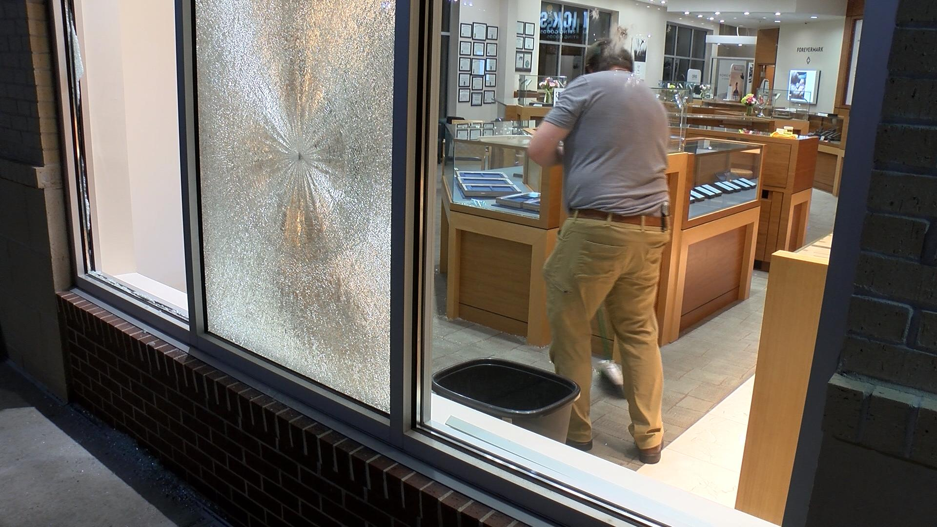 Looters broke into a jewelry store at West Towne Mall late Saturday. WKOW photo.